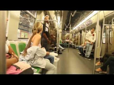 Baile del tubo en el Metro de Medellín.