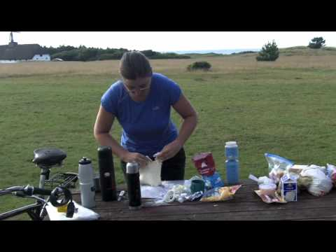 TravellingTwo: Making Pizza While Camping