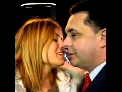 Sara Tommasi e Andrea Diprè bacio con la lingua