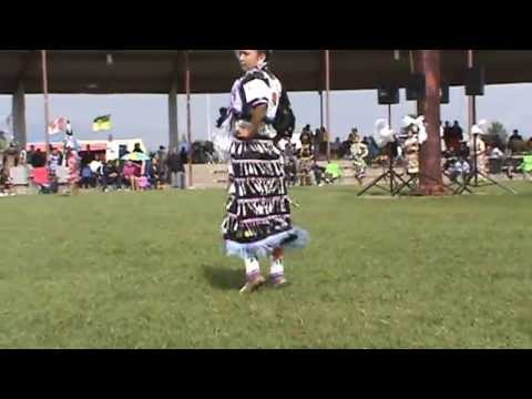 Ermineskin Powwow 2013 - Teen Girls Jingle (sidestep) video