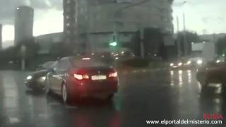 Auto Fantasma en Rusia 2014 (Video Impactante)