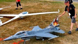 HUGE RC F-16 SUPER SCALE MODEL TURBINE JET FLIGHT DEMONSTRATION / Jetpower Fair 2016