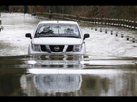 ENVIRONMENTAL AGENCY Issues SEVERE FLOOD Warning -THAMES RIVER Bank Burst