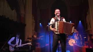 Nathan Carter performs Wagon Wheel at St. Macartin's Cathedral