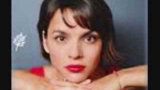 Watch Norah Jones Be My Somebody video