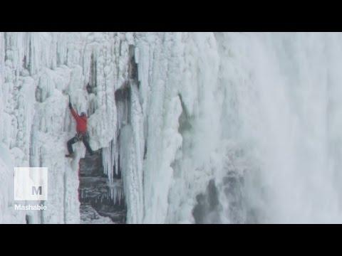 Daredevil climbs 140-feet up frozen Niagara Falls | Mashable