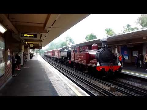 Steam on the Met @ Eastcote station