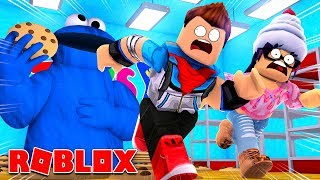 ROBLOX ESCAPE THE COOKIE MONSTER TOYS R US OBBY! w/ Kayk