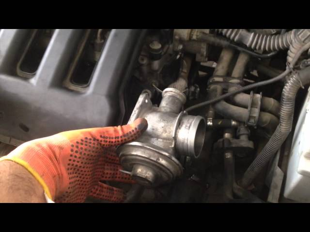 How to do a Full Service on a Land Rover Freelander TD4 ...