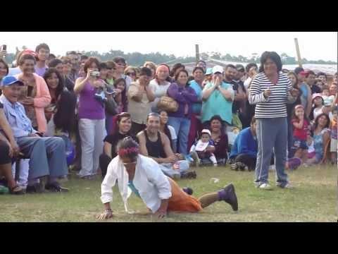 La Maria bacilando en la Fiesta costumbrista de Chamiza (cerca de Puerto Montt) .....a los wenos bailarines!! ...y la estrella de todas las costumbristas de ...