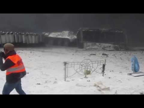 Military APC Tries To Destroy Euromaidan Protesters' Barricades In Kiev, Jan 22 2014