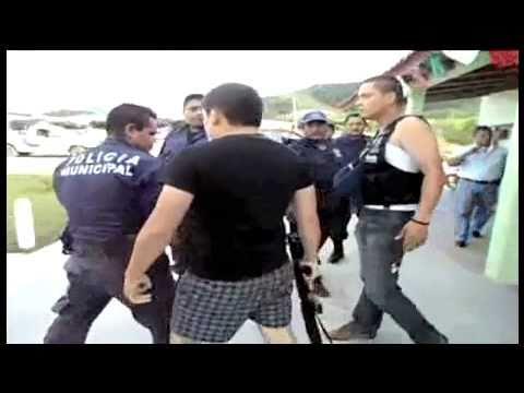 ATAQUE DE FEDERALES VS MUNICIPALES BALAZOS Y BRONCA QUE VERGUENZA!!