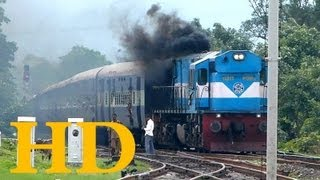 ET WDM3D SMOKING AS IT HAULS 12166 VARANASI LTT RATNAGIRI EXPRESS THROUGH SONTALAI