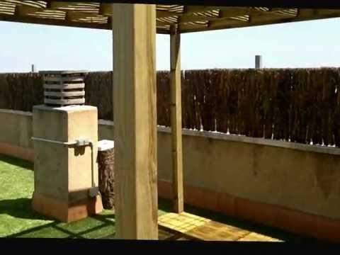 Pergolas de madera de exterior 03 terraza con cesped art - Losetas de madera ...