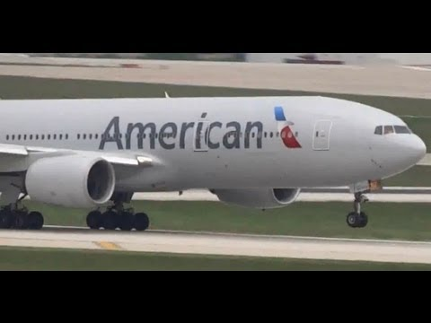 New American Airlines Boeing 777-200 Takeoff 14L / Close-Up  -- Chicago O'Hare International Airport