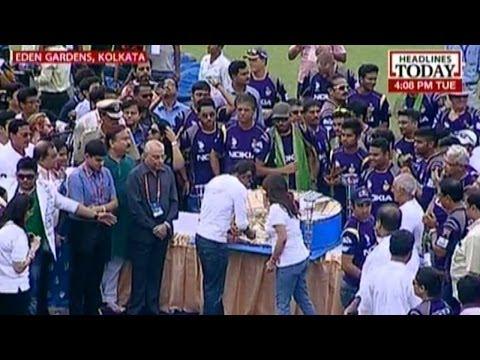 Shahrukh Khan reaches Eden Gardens to celebrate KKR's triumph