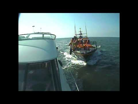 Skegness RNLI lifeboat assists motor yacht Lucky - Friday 11 April 2014