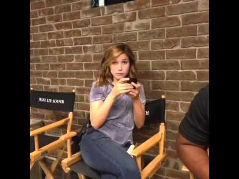 news sophia bush dating chicago star jesse soffer source says cast super close