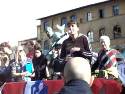 Sabina Guzzanti a Firenze, lezione in piazza della signoria