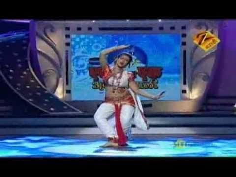 Eka Peksha Ek Apsara Aali Dec. 30 '10 - Group Performance video