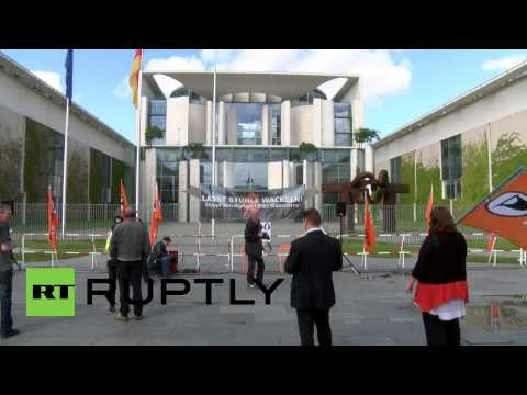 Germany: Protesters stage CLAPPING CHAIRS demo over German-NSA spy allegations