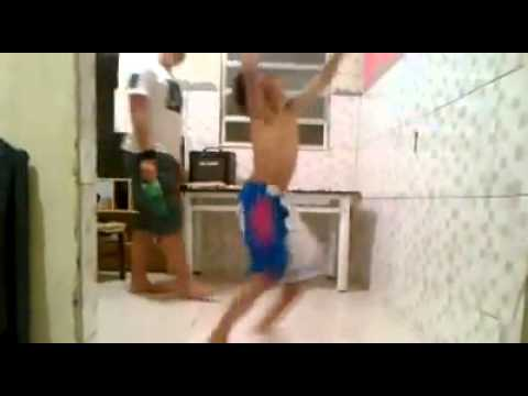 Dançar Kuduro é Perigoso! video