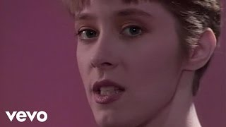 Watch Suzanne Vega Solitude Standing video