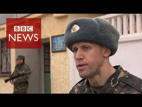 Russian troops quit Crimea base - BBC News