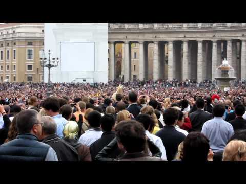 Easter Mass, St Peter's Square 2011 - The Pope Arrives