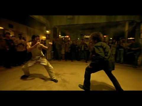 Dos combates de Tony Jaa en la pelicula: Ong-bak el guerrero de muay thai. Alucinantes!!!