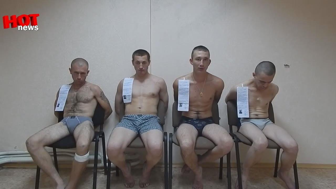 goliy-prizivnik-pered-devushkoy