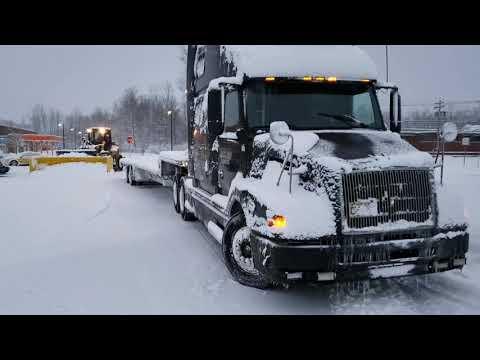 Дальнобой США попал в снежный шторм в Buffalo NY.