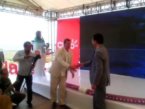 Ministro @diegomolanovega y Juan Carlos Archila, presidente de @ClaroColombia inauguraron el cabl