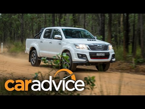 2015 Toyota HiLux Black Edition video review