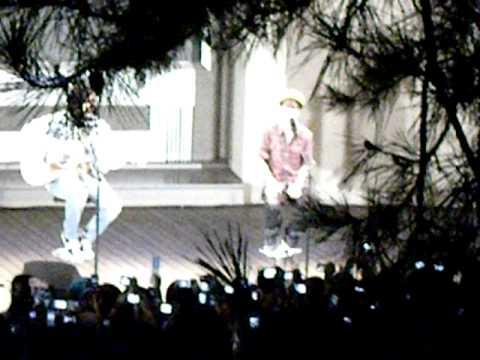 Justin Bieber in Tokyo Never Say Never acostic ver