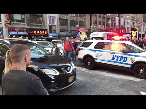 NYPD MAKING A DRAMATIC TRAFFIC STOP ON WEST 39TH ST. IN HELL'S KITCHEN, MANHATTAN, NEW YORK.