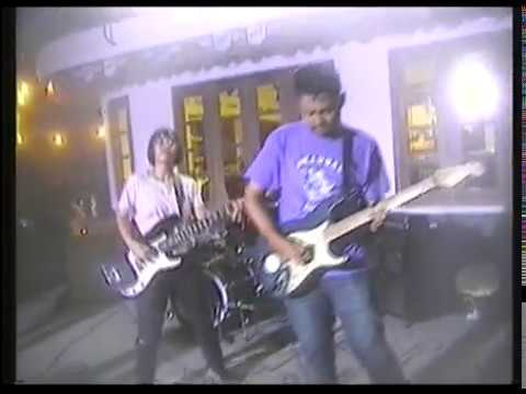 "Download Skandal - ""Stay Slay Slack"" live footage Hi8 Mp4 baru"