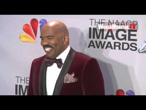 Steve Harvey and Angell Conwell hilarious backstage at 44th NAACP Image Awards