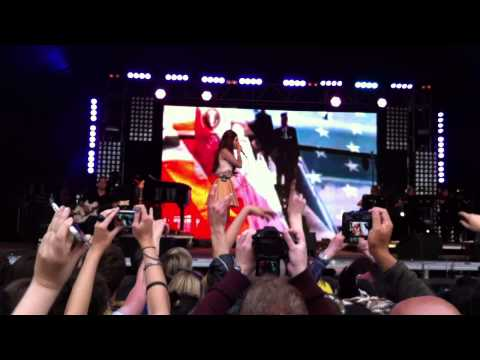 Lana Del Rey - National Anthem - live at Lovebox Festival, Victoria Park, London 17.06.2012 (cut)