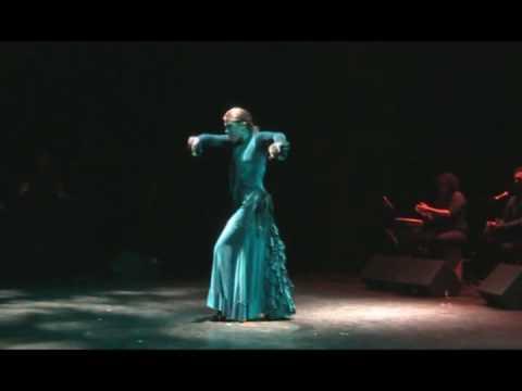 "Cie Luisa festival flamenco de nimes "" 20 ans de flamenco"" solea parte 1 Distribution : eva luisa: baile, direction artistique juan ma cortes : percussions, ..."