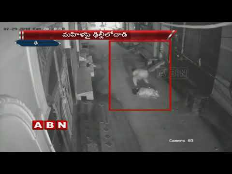 Caught on CCTV | Man snatching chain from woman's neck | Mumbai