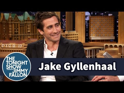 Jake Gyllenhaal Critiques His Sister's Performances video
