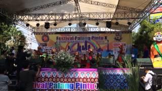 "Tari betawi "" lambang sari"" manggar kelape at featival palang pintu X kemang"