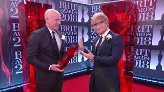 Ouça Ed Sheeran presents Steve Mac with the Producer of the Year Award The BRIT Awards 2018