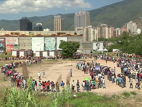 Raw: Long Grocery Lines During Venezuela Crisis