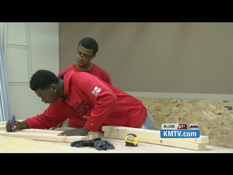 """Hope Builds"" program gives youth hands-on job training"