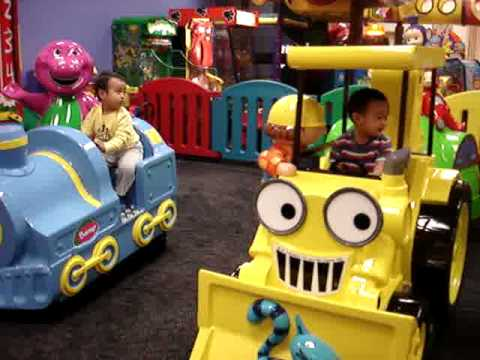 Chuck e Cheese Bob The Builder Barney Bob at Chuck e Cheese