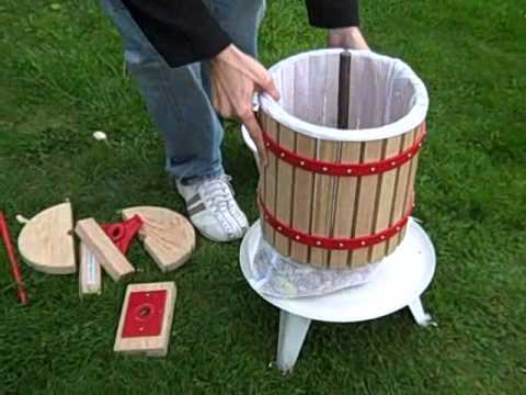 how to make apple juice using a fruit press and crusher. Black Bedroom Furniture Sets. Home Design Ideas