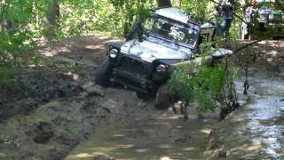 4x4 trial land rover defender dans bourbier à Forest Hill - extreme off road