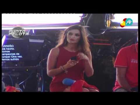 El beso entre Sara Carbonero e Iker Casillas en la celebración Eurocopa 2012 (Cibeles)